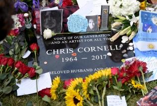 La lapide di Chris Cornell allo Hollywood Forever Cemetery, 26 maggio 2017 (Chris Pizzello/Invision/AP)